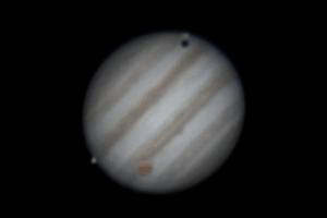 Анимация Юпитера и двух его спутников, Ио и Ганимеда 9 марта 2016